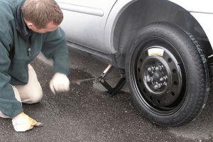 ¿Cómo cambiar un neumático?